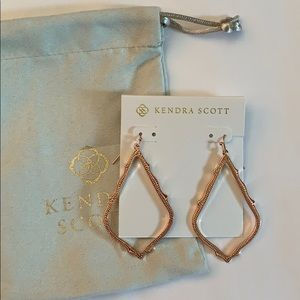 NWOT Kendra Scott Sophee Earrings in Rose Gold